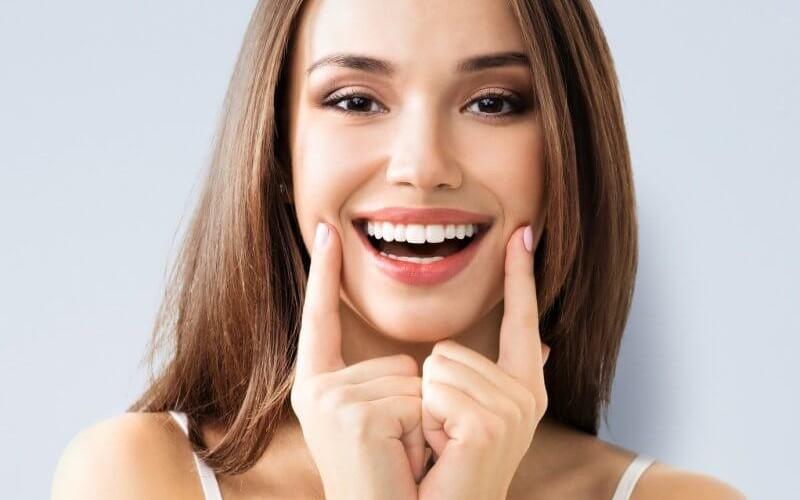 Răng implant với hình dáng và màu sắc tự nhiên
